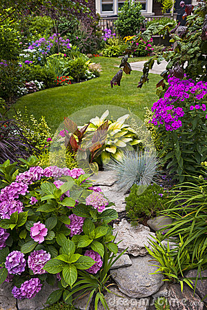 Free Garden And Flowers Royalty Free Stock Photography - 26857307