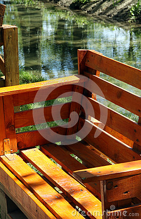 Free Garden Bench For Sitting Made From Old Wooden Pallets Stock Photography - 71180402