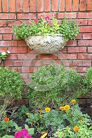 Free Garden Decoration Brick Wall Royalty Free Stock Photos - 22371518