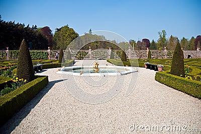 Garden from Dutch palace .