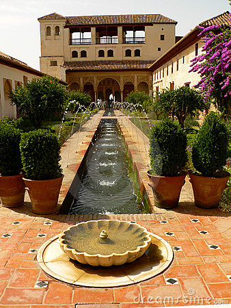 Free Garden Of Alhambra Royalty Free Stock Images - 331039