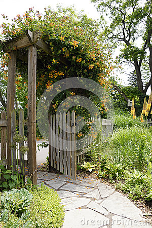 Free Garden Path And Gate Stock Images - 34614614