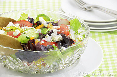 Garden salad with goat cheese