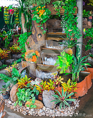 Free Garden Water Fountains Stock Images - 31116864