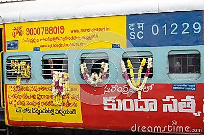Garlanded pociąg, India Obraz Editorial