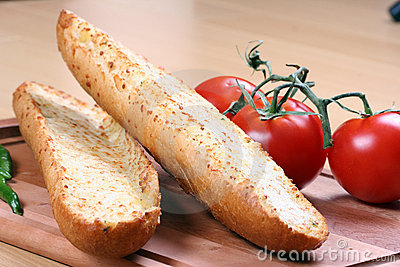 Garlic bread and tomatoes