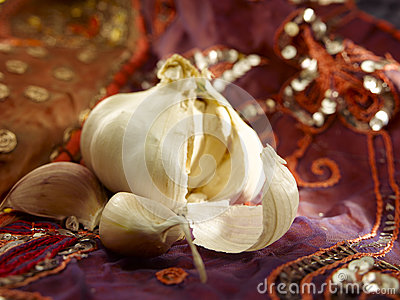 Garlic on cloth