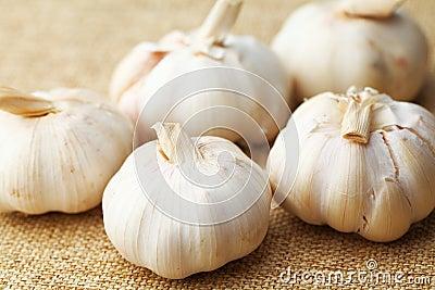 Garlic on linen