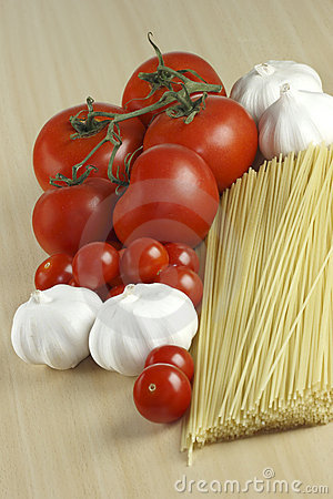 Garlic, pasta and tomatoes