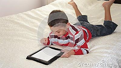 Garçon avec l iPad
