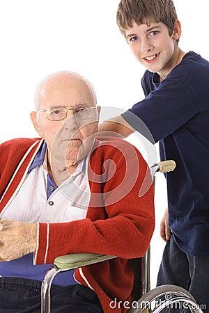 Garçon beau avec l handicap grand - père
