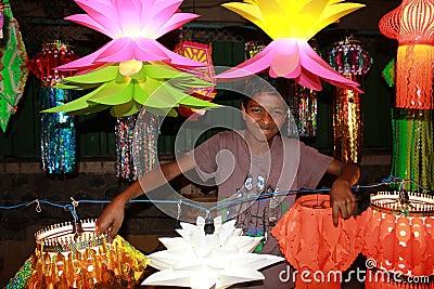 Garçon de lanterne Photo stock éditorial