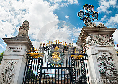 Gate at Buckingham Palace in London Editorial Photography