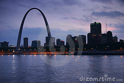Gateway Arch from Mississippi