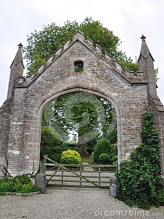 Gateway to a Country Estate