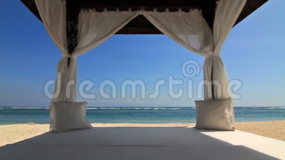 Gazebo op het strand stock videobeelden