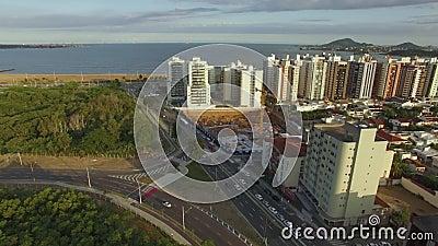 Gebouwen en huizen voor het strand stock footage