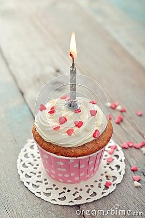 Geburtstagskleiner kuchen