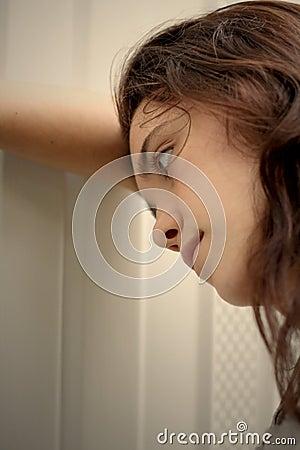 Gedeprimeerde het meisje van de tiener