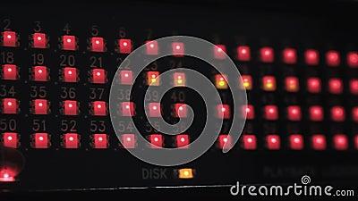 Gef?hrte Lichter, die auf Audioschnittstelle funkeln stock footage