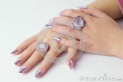 Gefaltete schöne Hände