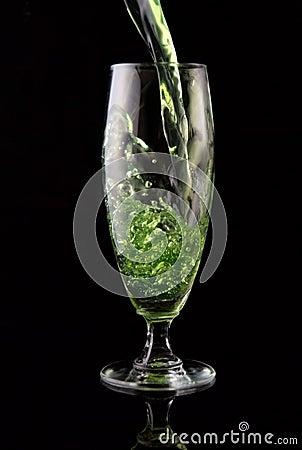 Gegoten glas van drank