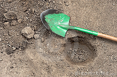 Gegrabenes loch und schaufel stockbild bild 21025741 for Loch im boden 3d