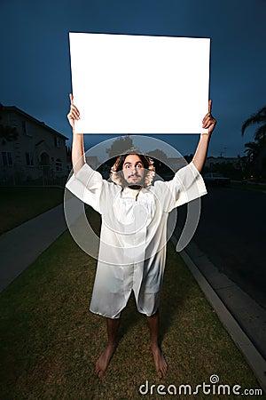 Gekke mens met wit aanplakbord