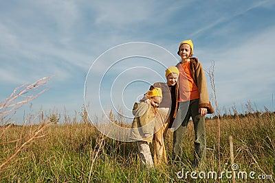 Gelb bedeckt Gnomes mit einer Kappe