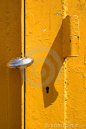 Gelb padlocked