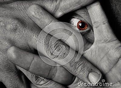 Gelbe Augenanstarren throug Finger