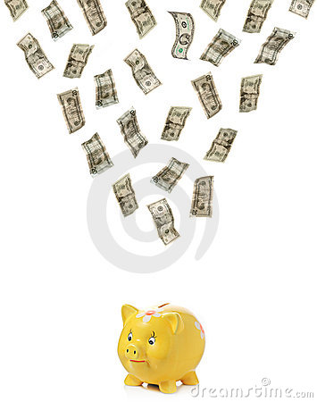 Geld dat neer op piggy regent