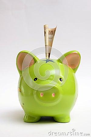 Geld im Schlitz der piggy Querneigung