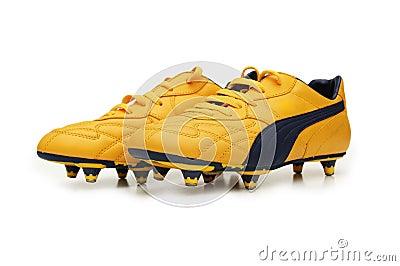 Gele geïsoleerde voetballaarzen