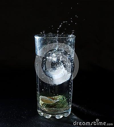Gelo que espirra a água