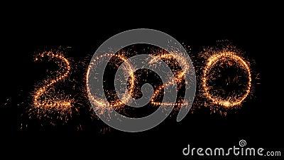 Gelukkig nieuwjaar De cijfers voor 2020 zijn gemaakt van echte 'sparkler'-jumeluken stock videobeelden