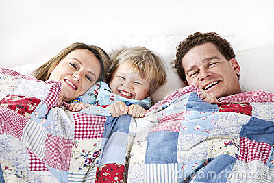 Gelukkige Familie in bed