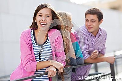 Gelukkige jonge mensen