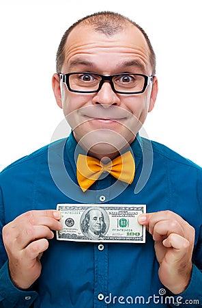 Gelukkige mens die honderd dollars houdt