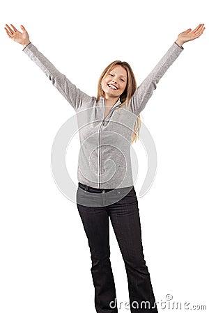 Gelukkige vrouw met wapens in de lucht