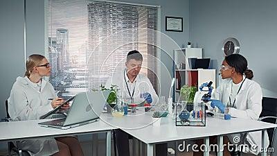 Gemensamma forskarlag som uppmärksammar skollegiets experiment med vätska i kolv lager videofilmer