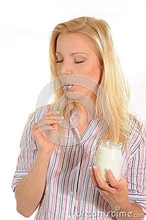 Genießen des Joghurts