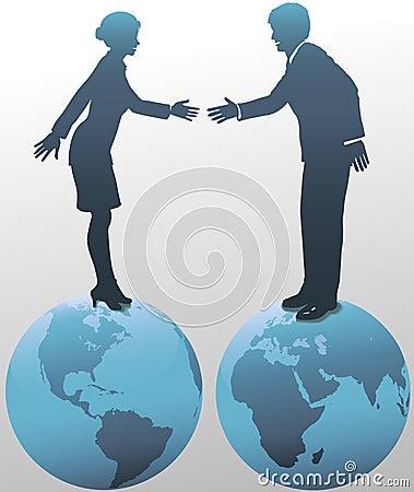 Gens d affaires est-ouest sur des globes du monde