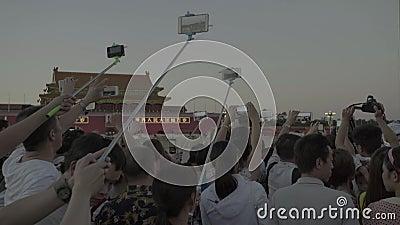 Gente en Plaza de Tiananmen. Pek?n. China. asia almacen de metraje de vídeo