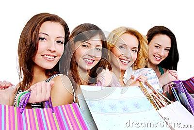 Gente feliz joven hermosa con el regalo