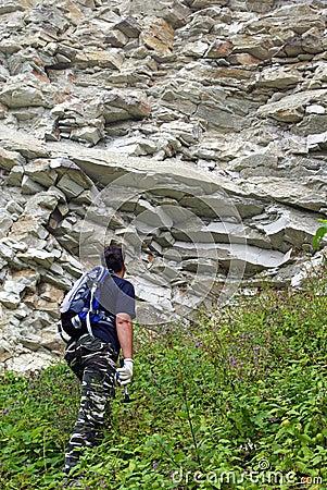 Geologist raise to the precipice