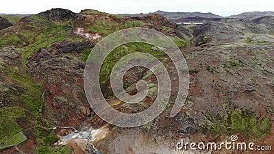Geopark Krysuvik с горячими источниками, кипя бассейнами грязи и сбросами пара, Reykjanes, Исландией видеоматериал