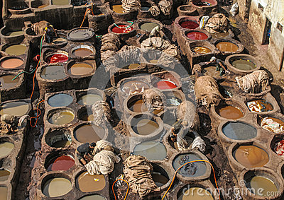 Gerberei in Fez, Marokko Redaktionelles Stockfotografie