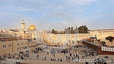 Gerusalemme, parete occidentale e cupola della roccia, bandiera di Israele, piano generale, Timelapse, tempo piacevole video d archivio