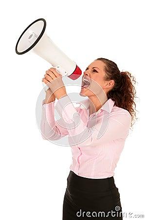 Geschäftsfrau, die durch Megaphon schreit